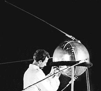 Le Spoutnik en cours de montage