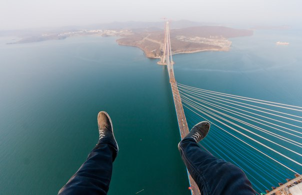 Vladivostock, pont Russky pendant sa construction