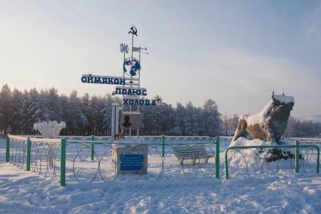 """Le """"pôle froid"""" indiqué par ce monument à Omiakon symbolise le lieux le plus froid au monde"""