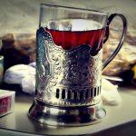 Le thé à la russe comme compagnon de voyage