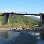 Un pont sur l'un des afluents de l'Ob en Altaï