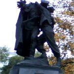 Un soldat tchèque et un soldat russe à Prague
