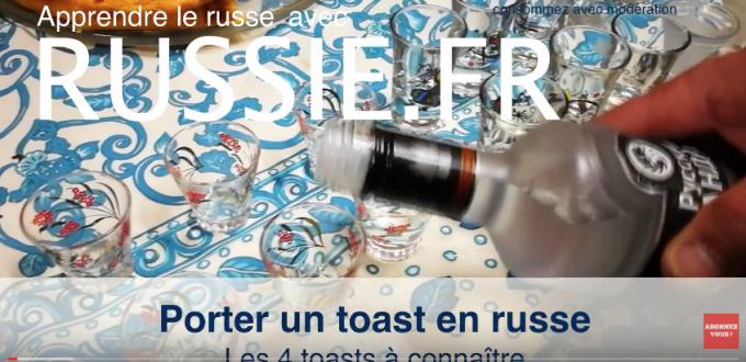 Trinquer ou porter un toast en russe